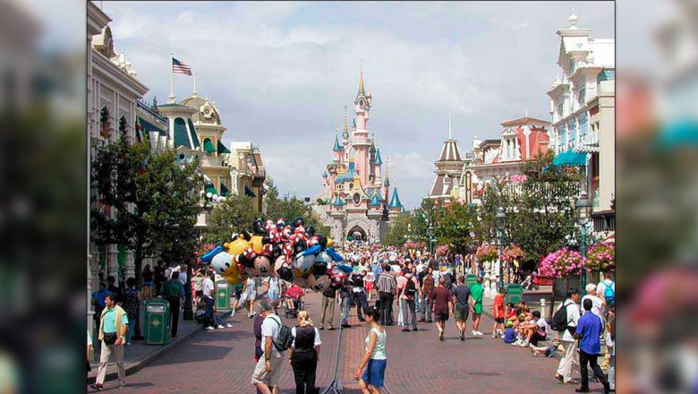 Disneyland Paris Opens