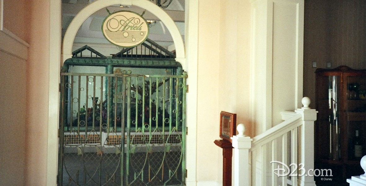 photo of front entrance of Ariel's Seafood