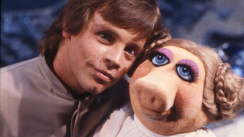 Luke Skywalker and Miss Piggy on the set of the Muppets in 1980