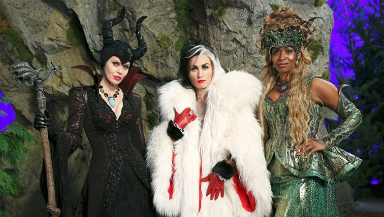 group photo of KRISTIN BAUER, VICTORIA, SMURFIT, MERRIN DUNGEY of Once Upon a Time