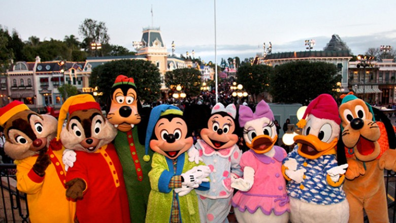 group photo of characters in costume including Disney's Chip, Dale, Goofy, Mickey, Minnie, Daisy, Donald, Pluto all in a line at Disneyland