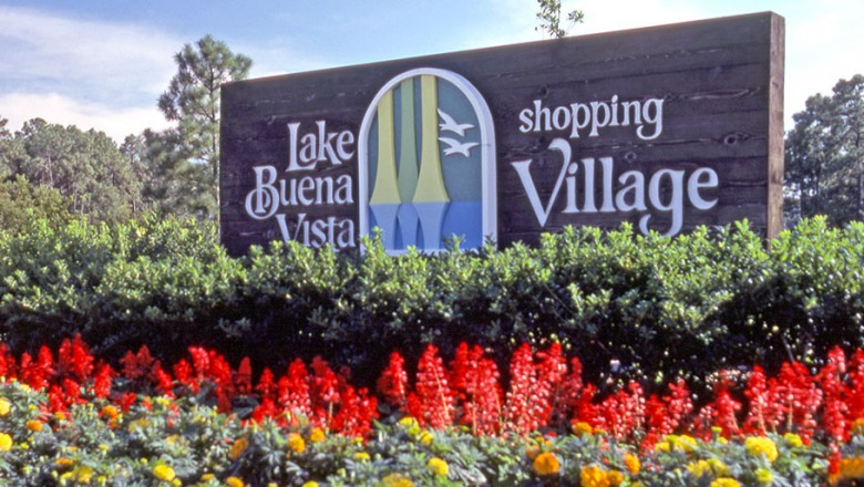 photo of large entrance sign for Lake Buena Vista Shopping Village