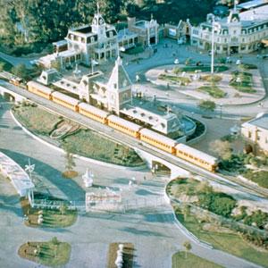 031009_WDA_AL_Disneyland_feat