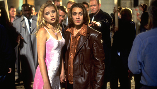 Will Friedle and Elisabeth Harnois dancing in My Date with the President's Daughter