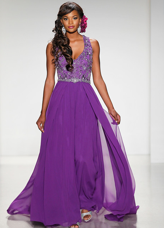 photo of model wearing Alfred Angelo designed Jasmine wedding dress