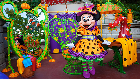 Minnie invites guests to discover her amazing sewing workshop—specially created for Halloween