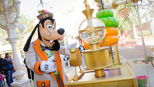 Goofy has designed and created a truly amazing Bonbon candy-making machine to dazzle those with a sweet tooth, young and old