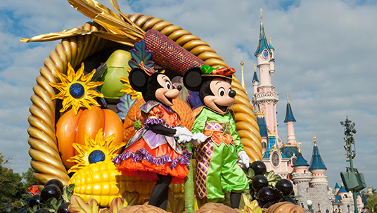 Mickey and Minnie pay homage to the Harvest season from their huge horn of plenty, filled with autumn leaves, fruits, and pumpkins