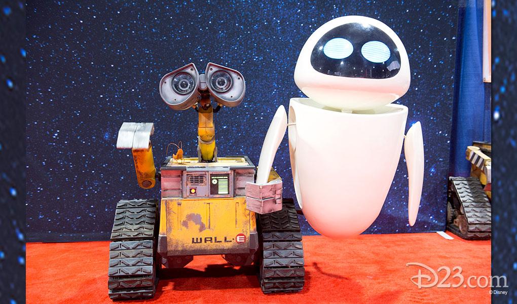 photo of WALL-E and Eva models at Disney Dream Store