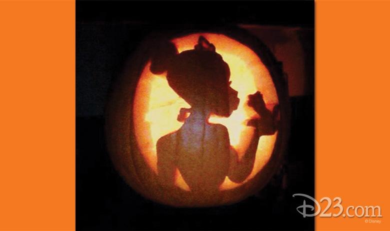102615_fan-pumpkin-carvings-6