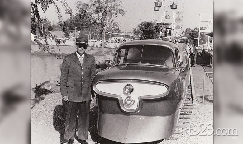 Bob Gurr with the Viewliner.