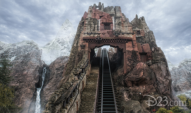 Expedition Everest hill lift