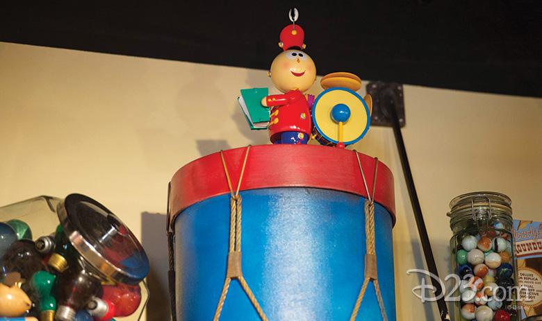 Tin Toy at Mickey Avenue