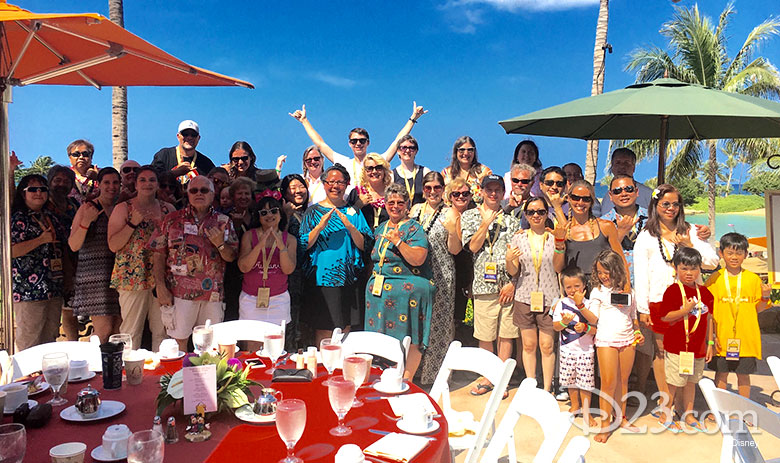 D23 Member group shot at Aloha Aulani event