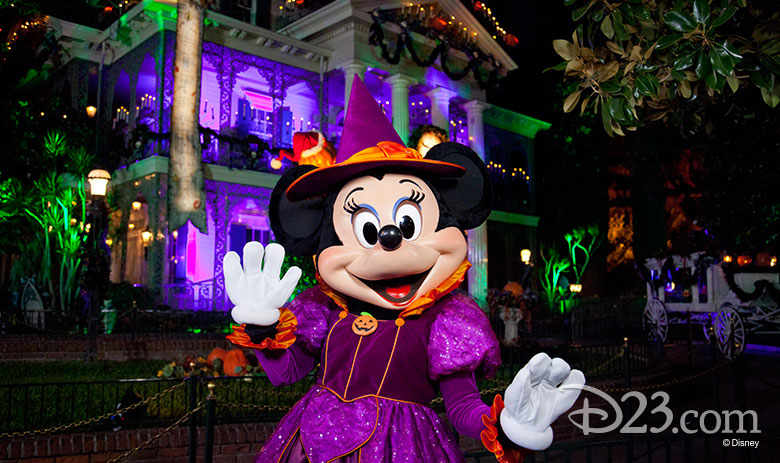 Halloween Minnie Mouse in front of the Haunted Mansion