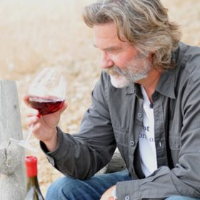 Kurt Russell with his Gogi wine