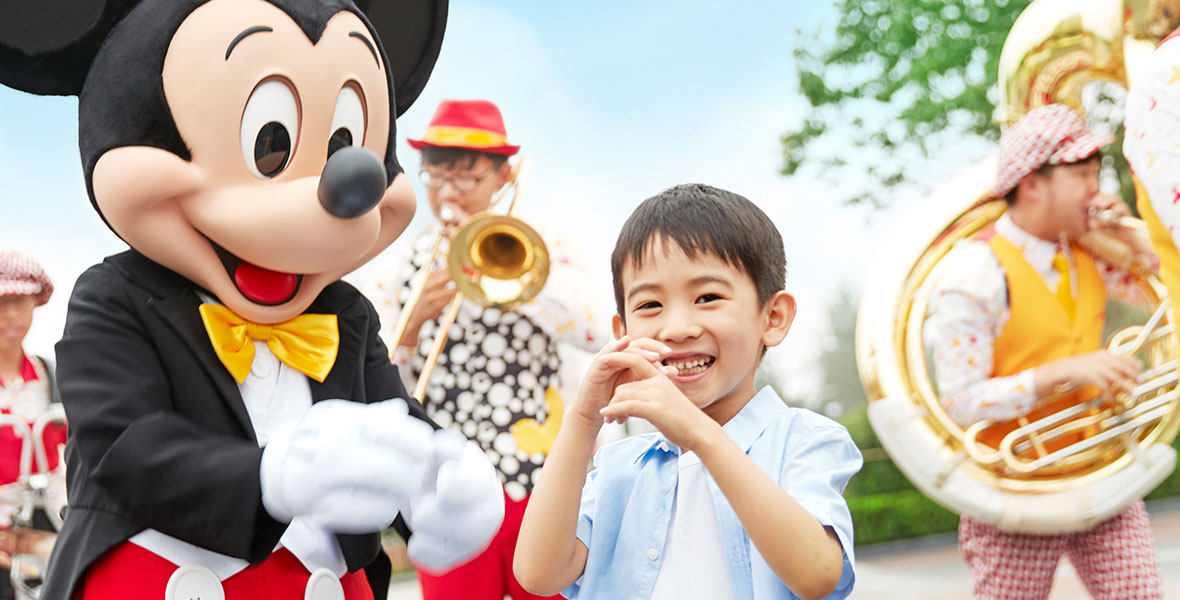 Shanghai Disneyland Band
