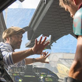 Taika Waititi on set with Chris Hemsworth