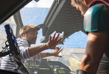 Taika Waititi on set with Chris Hemsworth