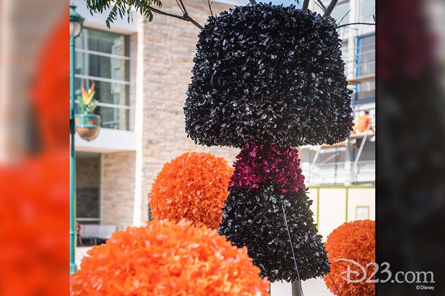 Pixar Fest Topiaries - Edna Mode