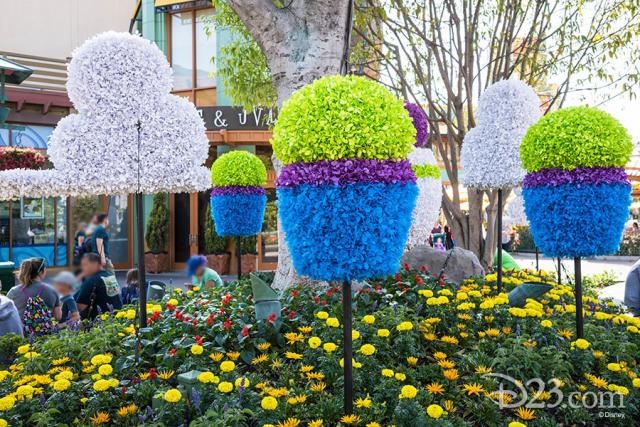 Pixar Fest Topiaries - Green Aliens