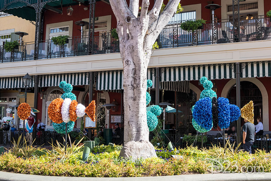 Pixar Fest Topiaries - Nemo and Dory