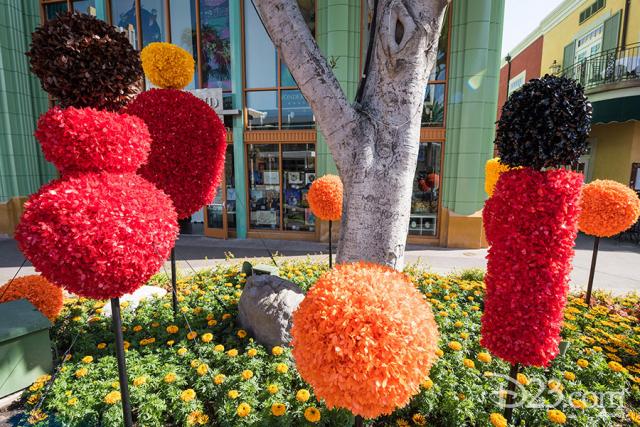 Pixar Fest Topiaries - The Incredibles family