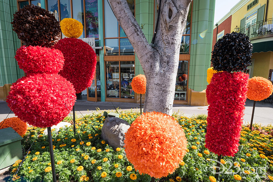 Pixar Fest Topiaries - The Incredibles family