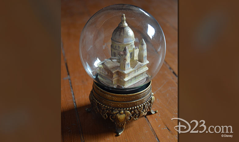 Mary Poppins Returns snow globe