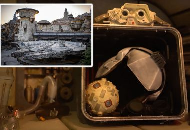 The Coolest Star Wars Shout-Outs in Millennium Falcon: Smugglers Run | Star Wars: Galaxy's Edge