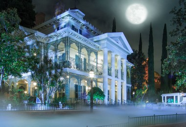 Find These 5 Easter Eggs in Disneyland's Haunted Mansion