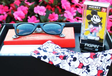 Sunglass Hut Mickey Mouse gift set