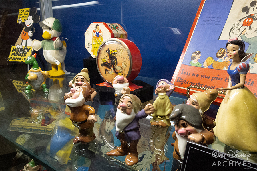 "Walt Disney Archives ""50 Years of Preserving the Magic"" Snow White and the Seven Dwarfs merchandise"