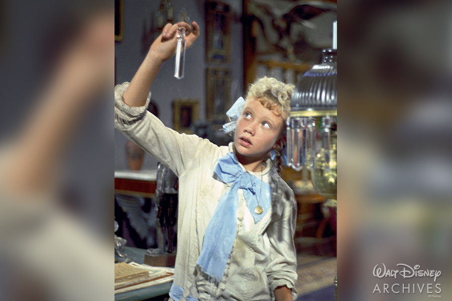 Hayley Mills as Pollyanna, wearing the locket.
